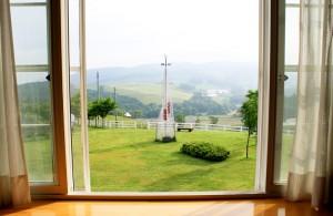 プラトーお部屋ショット 朝、窓からの風景